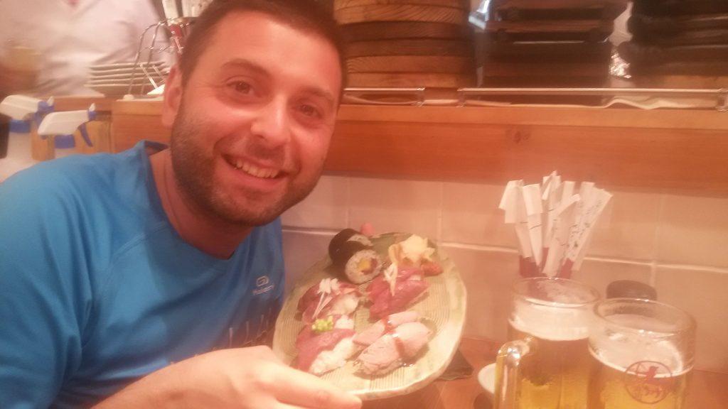 Io che mangio sushi di carne