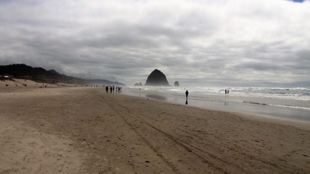 la spiaggia di cannon beach oregon