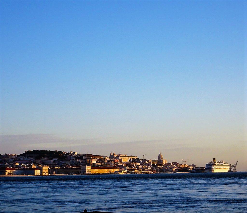 Lisbona vista da Almada
