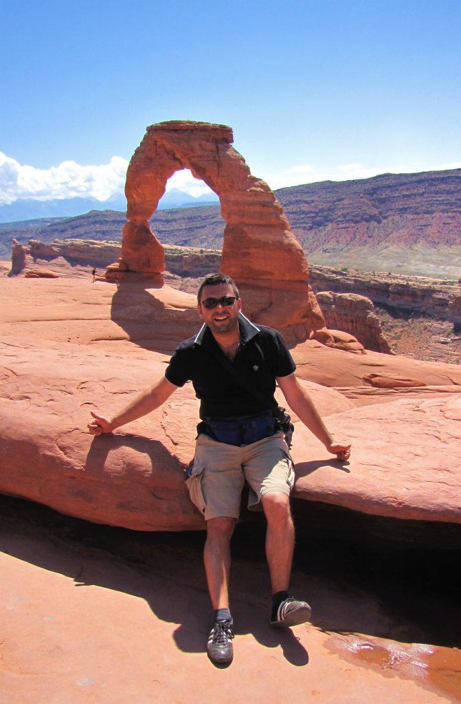 io e delicate arch, utah. arches national park