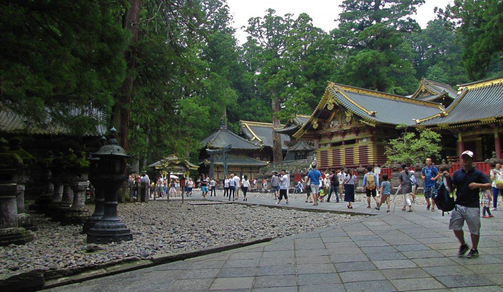 nikko, piazzale centrale del complesso shintoista