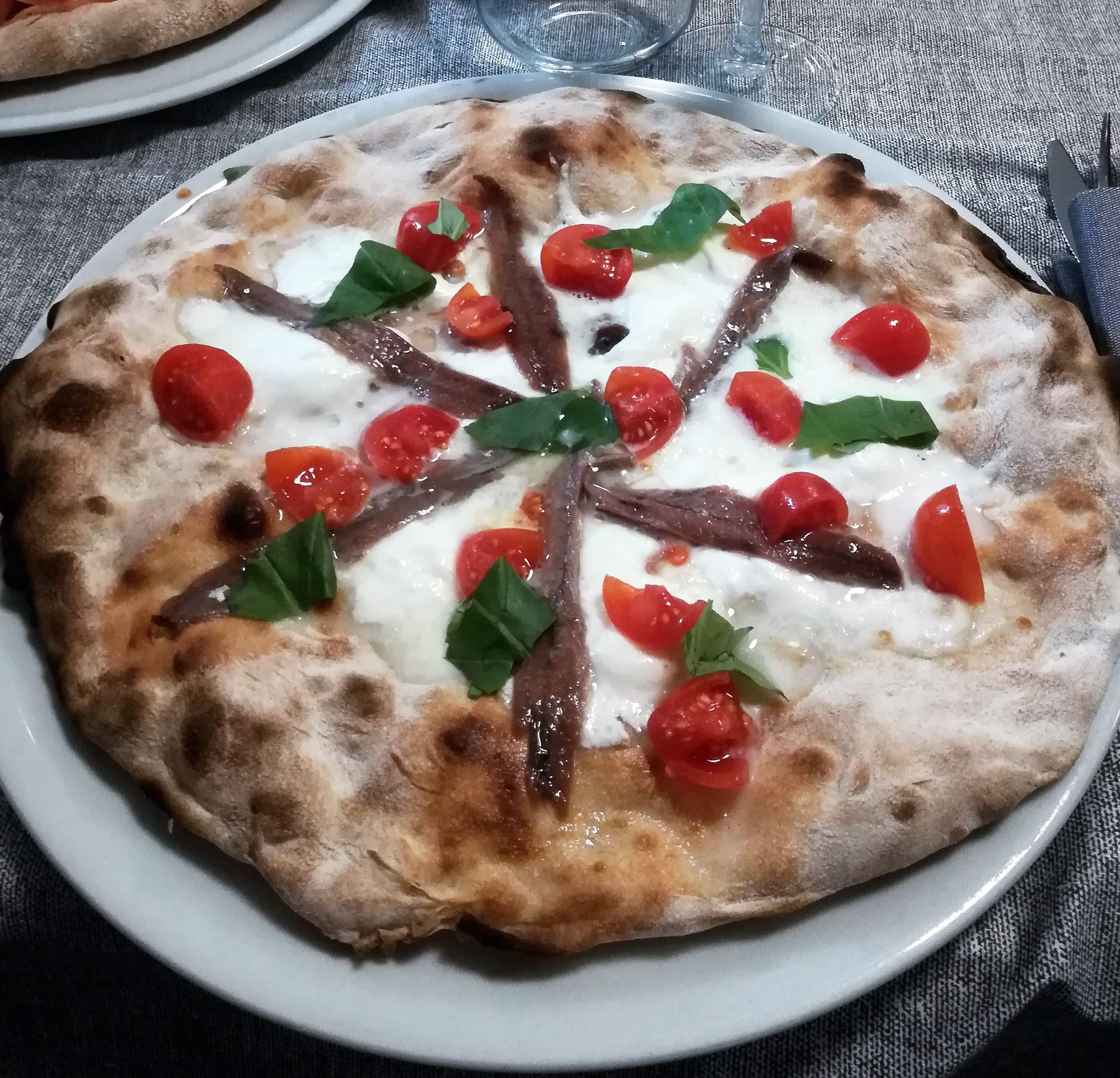 pizza burrata ed acciughe del cantabrico
