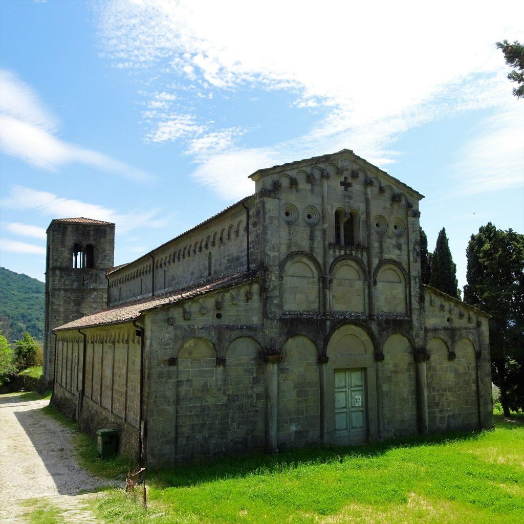 la facciata della pieve, castella di castelvecchio