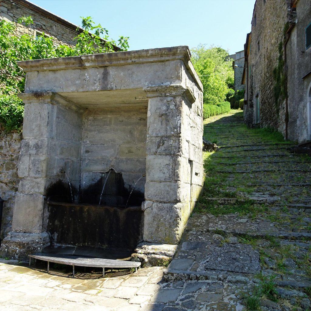 la fontana della castella di pontito