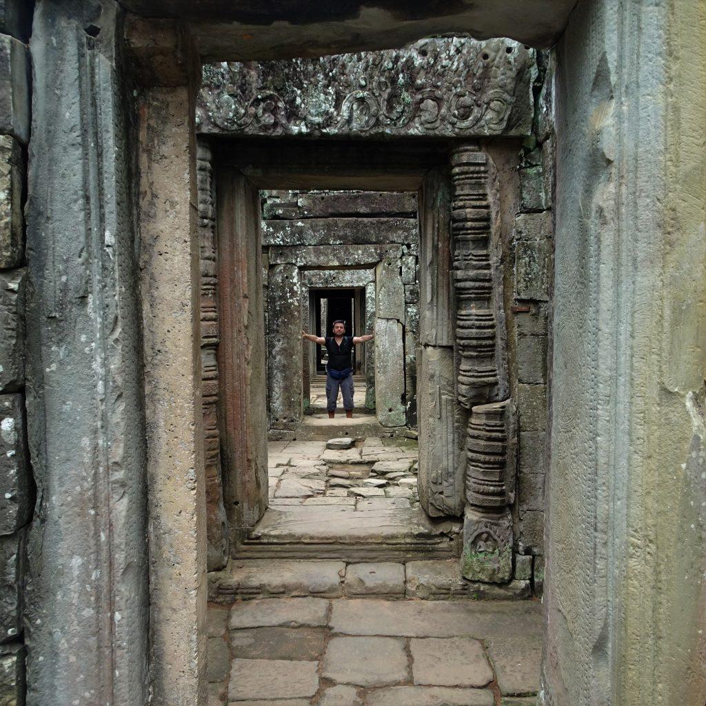 io in una gallerie ad angkor