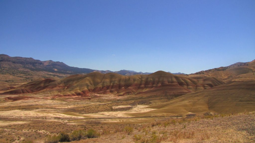 painted hills on the road